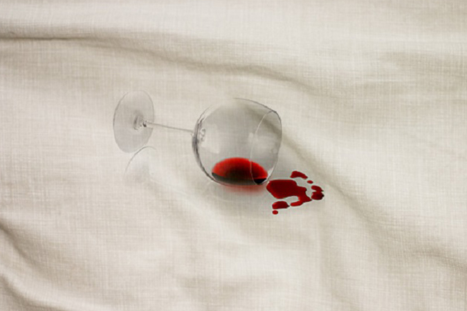 Как вывести пятно на рубашке от красного вина фото